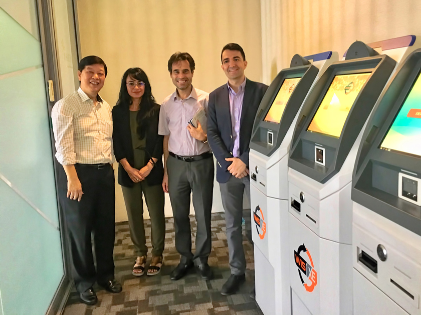 Jack Bai and Jelurida team members during their visit to Singapore in November 2018 with the Wise MPay ATMs